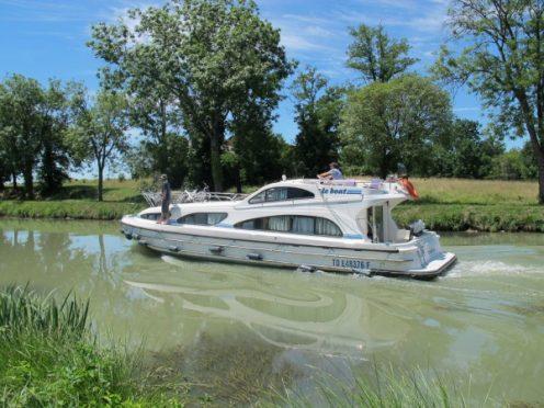 location de bateau sans permis, canalfriends, canal du midi, canal de garonne