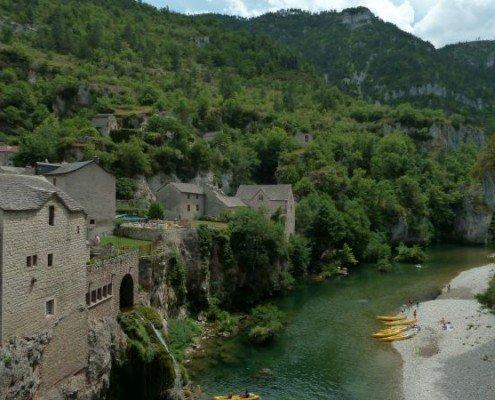 St Chely du Tarn Canalfriends Canal river cruises croiseres boat rentals location bateau sans permis