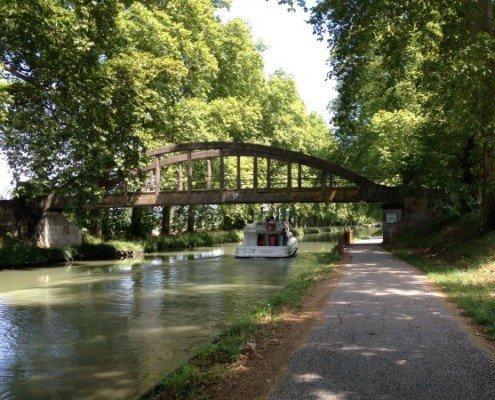 bateaubpont Garonne river Canalfriends BoatStop cruises croisieres boat rental hire location bateaux