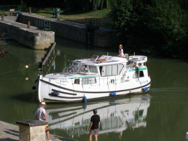 bateaux sans permis, self-drive no permit boats canalfriends.com