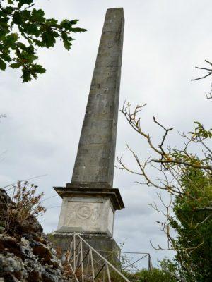 Obelisque Riquet Canal du Midi Naurouze Canalfriends restaurant hebergement velo location bateau Acampo