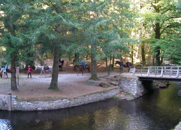 Prise d'Alzeau Cavaliers Canalfriends rigole de la montagne Canal du Midi restaurant gite randonnée à pieds vélo