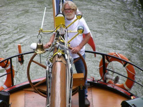 Bateau hollandais peniche hollandaise bateau d'interet patrimonial canal de garonne erdre nantes agen canalfriends