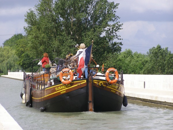 peniche hollandaise voilier canalfriends nantes table chambre hotes erdre agen pont canal