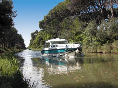 location bateau sans permis, navigation, canal du midi, lot, canal de garonne, canal de briare, baise, fluvial