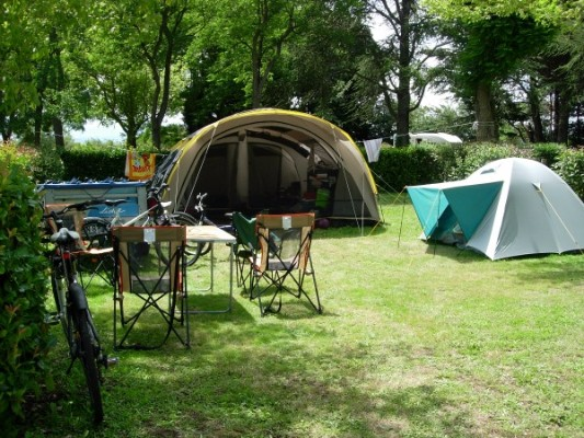 Camping-la-porte-d-autan-tente-canalfriends-pm