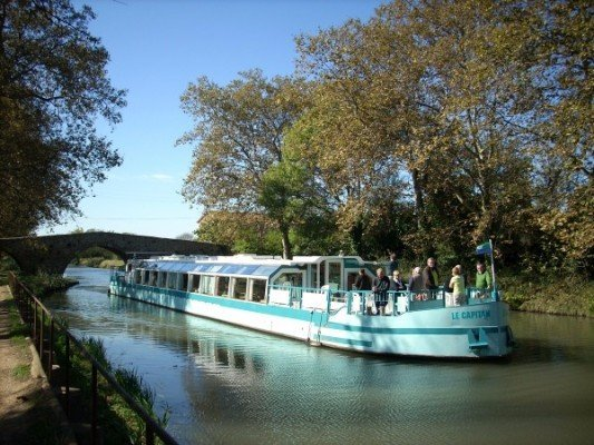 Les-Bateaux-du-Soleil_Capitan_pont-des-Trois-Yeux_canalfriends-1