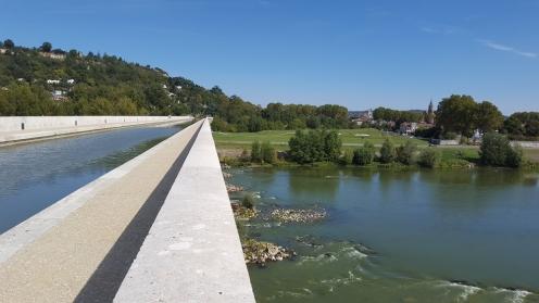 pont canal; agen; garonne