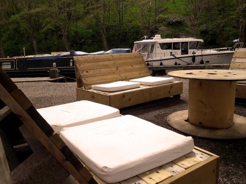 Camping-meilhan-sur-garonne-meubles-en-palette