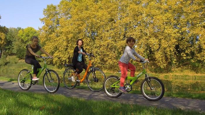 Les-Cycles-du-Canal_Groupe-à-vélo-pm