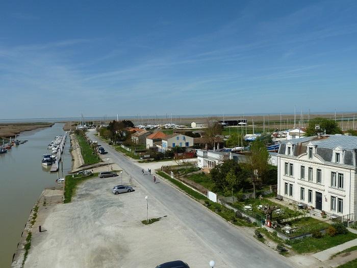 Domaine-du-Meunier-vue-sur-le-port-canalfriends