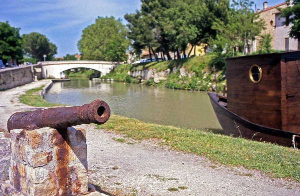 poilhes-canon-capitainerie-Capestang-Canalfriends