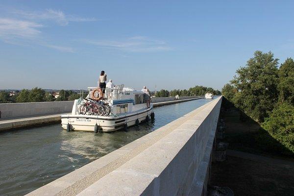 agen-pont-canal-bateau-destination-agen-tourisme-canalfriends