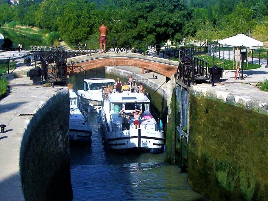 port; boat hire; canal du midi; canal de garonne
